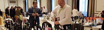 Responsables del Consejo Regulador descorchan los vinos en Verema