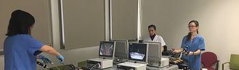 Residentes y adjuntos de Urología perfeccionan técnicas de cirugía laparoscópica en un curso de adiestramiento. Foto: JCCM.
