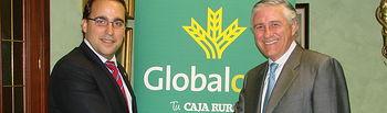 Globalcaja - Firma convenio Colegio Médicos Ciudad Real. Imagen del acuerdo entre ambas partes. 22-06-14