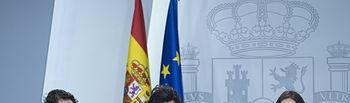 La ministra de Educación y Formación Profesional y portavoz del Gobierno, María Isabel Celaá, junto a la ministra de Industria, Comercio y Turismo, Reyes Maroto, y la ministra de Trabajo, Migraciones y Seguridad Social, Magdalena Valero, durante la rueda de prensa posterior al Consejo de Ministros.