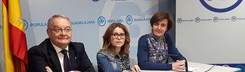 Senadores del PP por Guadalajara, durante la rueda de prensa para dar cuenta de los temas de debate en el Senado.