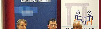 Contreras, Roldán y López tras la firma del convenio para la cesión de locales a Cocemfe