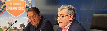 El consejero de Educación, Cultura y Deportes, Ángel Felpeto, presenta junto al presidente de la Federación de Fútbol de Castilla-La Mancha, Antonio Escribano, la 'Copa Cervantes de Fútbol'. Foto: JCCM.