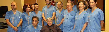 Equipo de profesionales con la paciente trasplantada. Foto: JCCM.