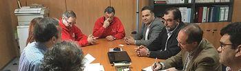 Fotografías de la reunión entre el director provincial de Agricultura, Medio Ambiente y Desarrollo Rural, Manuel Miranda con los representantes de Mercajúcar.