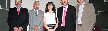 El director general de Ordenación y Evaluación de la Consejería de Salud y Bienestar Social, José Luis López (2i), ha asistido en Cuenca a la inauguración del Congreso Regional de Alcohólicos Rehabilitados de CLM. En la imagen, con el presidente de FARCAM, José Tendero (1i), la vicepresidenta de la Diputación Provincial, Julia Parreño (3i), el presidente provincial de la Asociación, José Fernández (2d) y el delegado provincial de Salud y Bienestar Social, Ángel Tomás Godoy (1d).