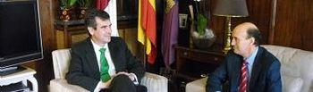 Reunión entre el alcalde, Antonio Román, y el subdelegado del Gobierno, Juan Pablo Sánchez