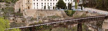 A través del Puente de San Pablo se puede acceder al Convento del mismo nombre, actual Parador de Turismo de