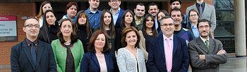 Alumnos becados con representantes de la UCLM y de Globalcaja
