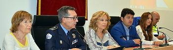 Foto. Francisco Navarro y Mª Ángeles Martínez asisten a la inauguración de las V Jornadas Académicas sobre Policía, Diversidad y Derechos.