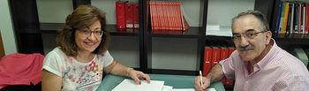 La decana de la Facultad de Ciencias Económicas y Empresariales de Albacete, Carmen Córcoles Fuentes, y el decano del Colegio de Economistas de Albacete, Manuel González Tébar.