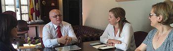 Foto de la reunión entre la Junta, la UCLM y el Centro de Información y Promoción del Empleo, para buscar líneas de colaboración para el desarrollo del XI Foro de Empleo.