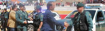 Gregorio asiste a la exhibición de la Guardia Civil en Peñas de San Pedro dentro del Plan Director para la convivencia de los centros educativos y sus entornos