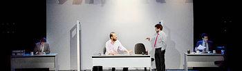 Una escena de la obra 'Smoking Room'. Fotografía: Álvaro Díaz villamil / Ayuntamiento de Azuqueca