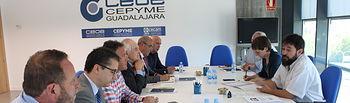 Reunión mantenida entre el Comité de Dirección de CEOE-CEPYME Guadalajara y los candidatos a la alcaldía de AIKE.