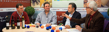 De izquierda a derecha: Aniceto Mateo, presidente de la Cooperativa Oleovinícola Campos de Munera; Luis Zornoza, presidente de la Almazara del Campo San José de Ontur; Manuel Miranda, director provincial de Agricultura, Medio Ambiente y Desarrollo Rural de la Junta de Comunidades de Castilla-la Mancha en Albacete; y Manuel Lozano, director del Grupo Multimedia de Comunicación La Cerca.
