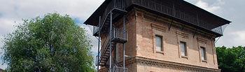 Exterior de la Torre del Agua, en el Campus Tecnológico de la Fábrica de Armas de Toledo.