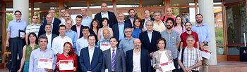 Foto de grupo de los alumnos junto a los directores del curso y de la ESI y el secretario general de la UCLM.