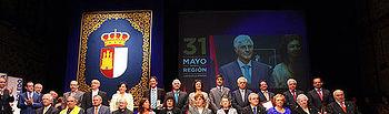 Barreda con los galardonados en el acto institucional con motivo del Día de la Región