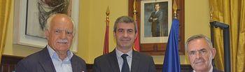 Álvaro Gutiérrez y responsables de la Comunidad de Propietarios de la Plaza de Toros de Toledo