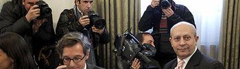 El ministro de Educación, Cultura y Deporte, José Ignacio Wert, y el secretario de Estado, José María Lassalle, durante la constitución hoy de una comisión en la que están representantes de la industria del cine, de las televisiones, públicas y privadas, y de varios ministerios con el propósito de estudiar un nuevo modelo de financiación del cine. (Foto EFE)