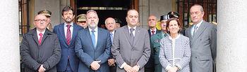 Minuto de silencio que se ha guardado  en las puertas de la Delegación del Gobierno como testimonio de dolor ante el atentado perpetrado en la ciudad de Londres este miércoles.