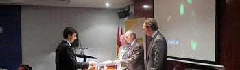 Manuel Ramón recogiendo el premio