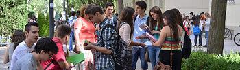Un grupo de alumnos antes de las pruebas, en foto de archivo