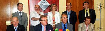 El rector de la UCLM -en el centro-, rodeado del resto de rectores y representantes del G9