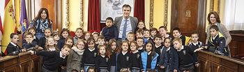 Visita y recepción por el Alcalde a alumnos del colegio Santa Ana