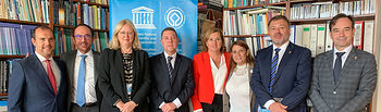 El presidente de Castilla-La Mancha, Emiliano García-Page, se ha reunido hoy en la sede de la UNESCO en París, con la directora del Centro del Patrimonio Mundial de este organismo, Mechtild Rössler, y el embajador de España ante la UNESCO, Andrés Perelló. (Foto: JCCM).