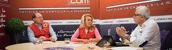 Francisco Gómez, Técnico de Empleo de Cruz Roja Provincial de Albacete, Rosa Torres, Directora de Empleo de Cruz Roja Provincial de Albacete, junto a Manuel Lozano, director del Grupo Multimedia de Comunicación La Cerca
