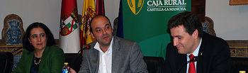 José Carlos Díez con la vicerrectora y el director general de Caja Rural CLM.