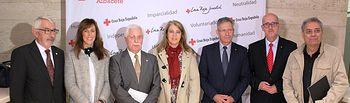 María Gil y Llanos Navarro asisten al acto de reconocimiento a socios de Cruz Roja.