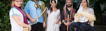 Personal de la Escuela de Traductores vestido para la ocasión.