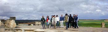 Los promotores comerciales de la compañía Marsans durante su visita al Parque Arqueológico de Segóbriga en la provincia de Cuenca.