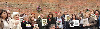 La ministra de Justicia rinde homenaje a 18 fusilados por el régimen de Franco en el Cementerio de La Almudena.