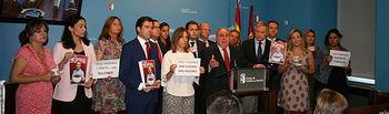 Vicente Tirado junto a los diputados regionales del Partido Popular.