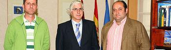 El presidente de Castilla-La Mancha, José María Barreda, durante el encuentro que mantuvo el pasado día 10 de mayo en Ciudad Real con el alcalde de Saceruela, Germán Díaz (d).