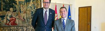 El presidente de Castilla-La Mancha, Emiliano García-Page, ha mantenido una reunión en el Palacio de Fuensalida, con el presidente de Paradores España, Oscar López. (Fotos: A. Pérez Herrera //JCCM).