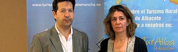 Juan Carlos Tebar, presidente de la Federación de Turismo Rural de Castilla-la Mancha, junto a Carmen Romero, jefa de servicio de Turismo y Artesanía adscrita al Servicio Periférico de Empleo y Economía en Albacete.