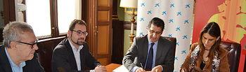 El presidente de FENAVIN, José Manuel Caballero, y la directora territorial de CaixaBank en Castilla la Mancha y Extremadura, Isabel Moreno, han suscrito un acuerdo esta mañana, mediante el cual aportan 65.000 euros a la feria.