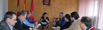 Pilar Zamora se reúne con los afectados por los derribos ordenados por el juzgado en La Pedregosa