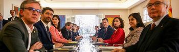 Primera reunión de la Mesa de Diálogo encabezada por el presidente del Gobierno, Pedro Sánchez, y el president de la Generalitat, Quim Torra, en el Palacio de la Moncloa. Foto: Europa Press 2020.