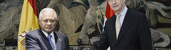 El ministro español de Defensa, Pedro Morenés (d), recibió en Madrid a su homólogo indonesio, Pornomo Yusgiantoro. (foto: EFE)