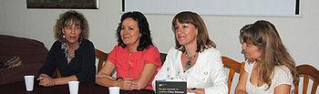 Ángeles García 2d y la escritora Clara Sánchez 2i, durante la celebración de los Encuentros de Primavera