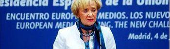 """La vicepresidenta primera del Gobierno, María Teresa Fernández de la Vega, durante su intervención en la clausura del """"Encuentro europeo de medios"""", organizado por la Presidencia Española de la UE. EFE"""