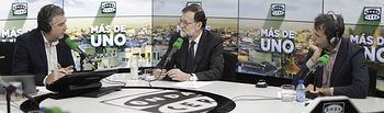 """El presidente del Gobierno, Mariano Rajoy, durante la entrevista concedida al programa """"Más de Uno"""" que conduce Carlos Alsina, en la cadena Onda Cero."""