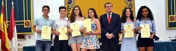 El rector de la UCLM recibe a los estudiantes destacados en el curso 2017/2018