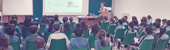 """Foto: Sesión Programa """"Comer bien, ¡es divertido!"""" impartida por la nutricionista en el Colegio María Inmaculada."""